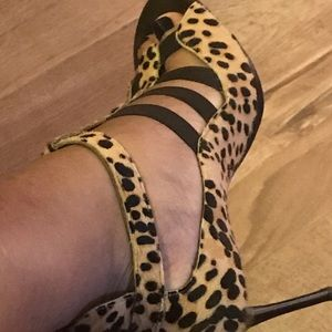 Donald J Pliner VERY comfy Leopard mole hair heels